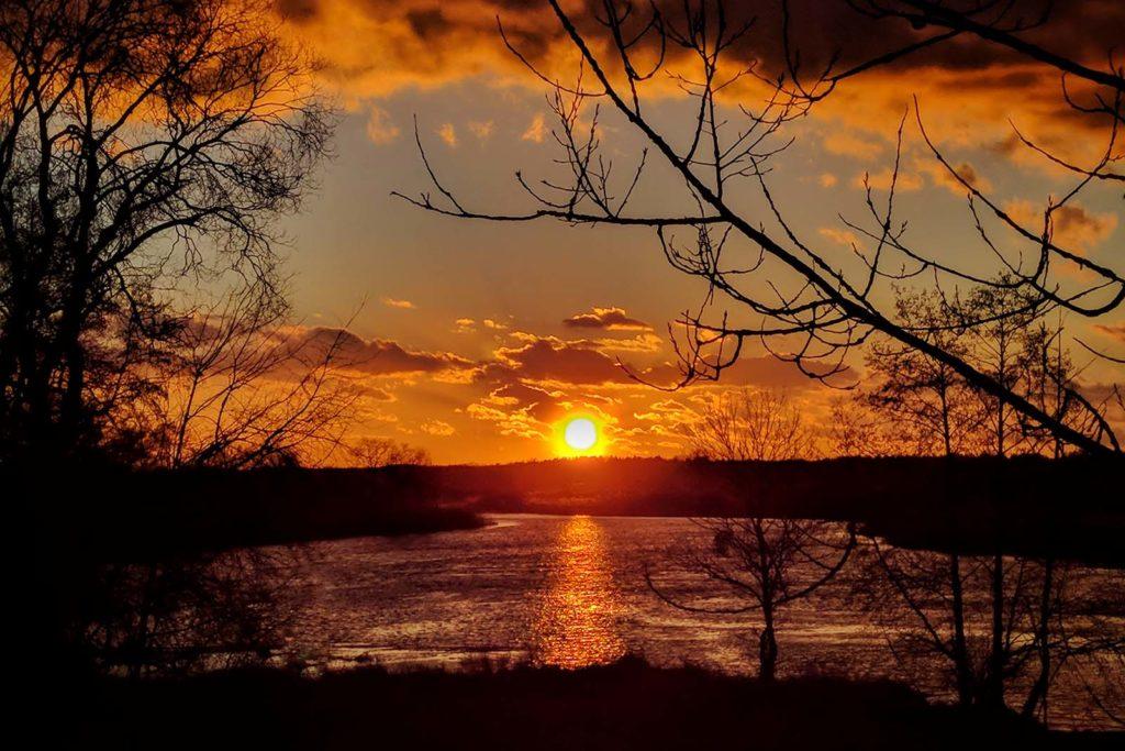 biebrza krajobraz biebrzański park narodowy zachód słońca